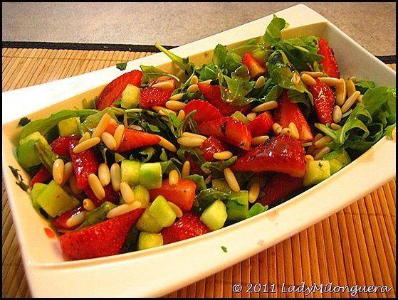 Salade de fraises, roquette et pignons | Un siphon fon fon…