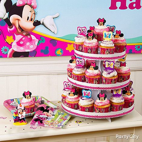 Make a magical tower of Minnie Mouse cupcakes for your Minnie