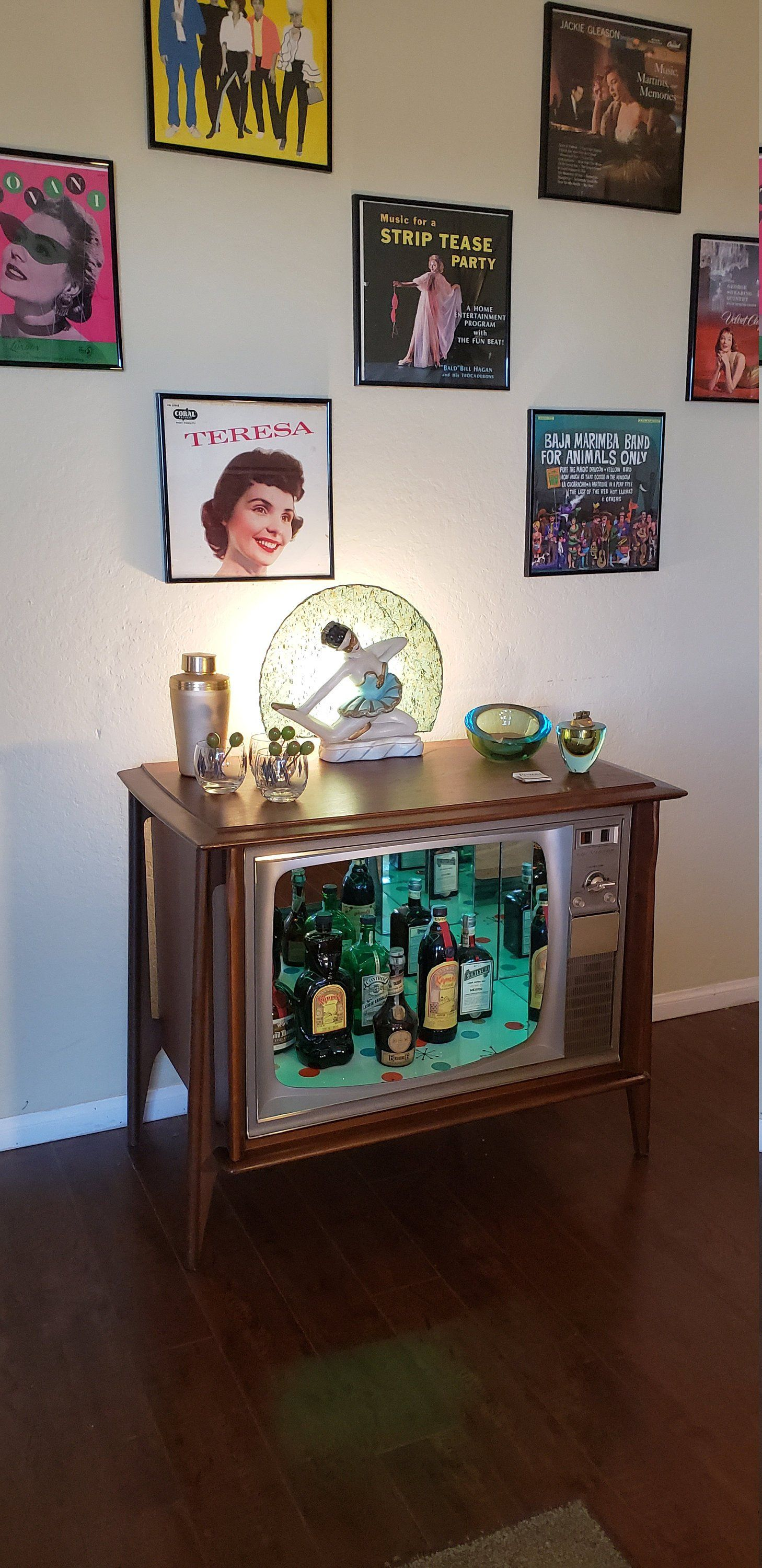 Your Place To Buy And Sell All Things Handmade Vinyl Room Vintage Tv Custom Hand Painted