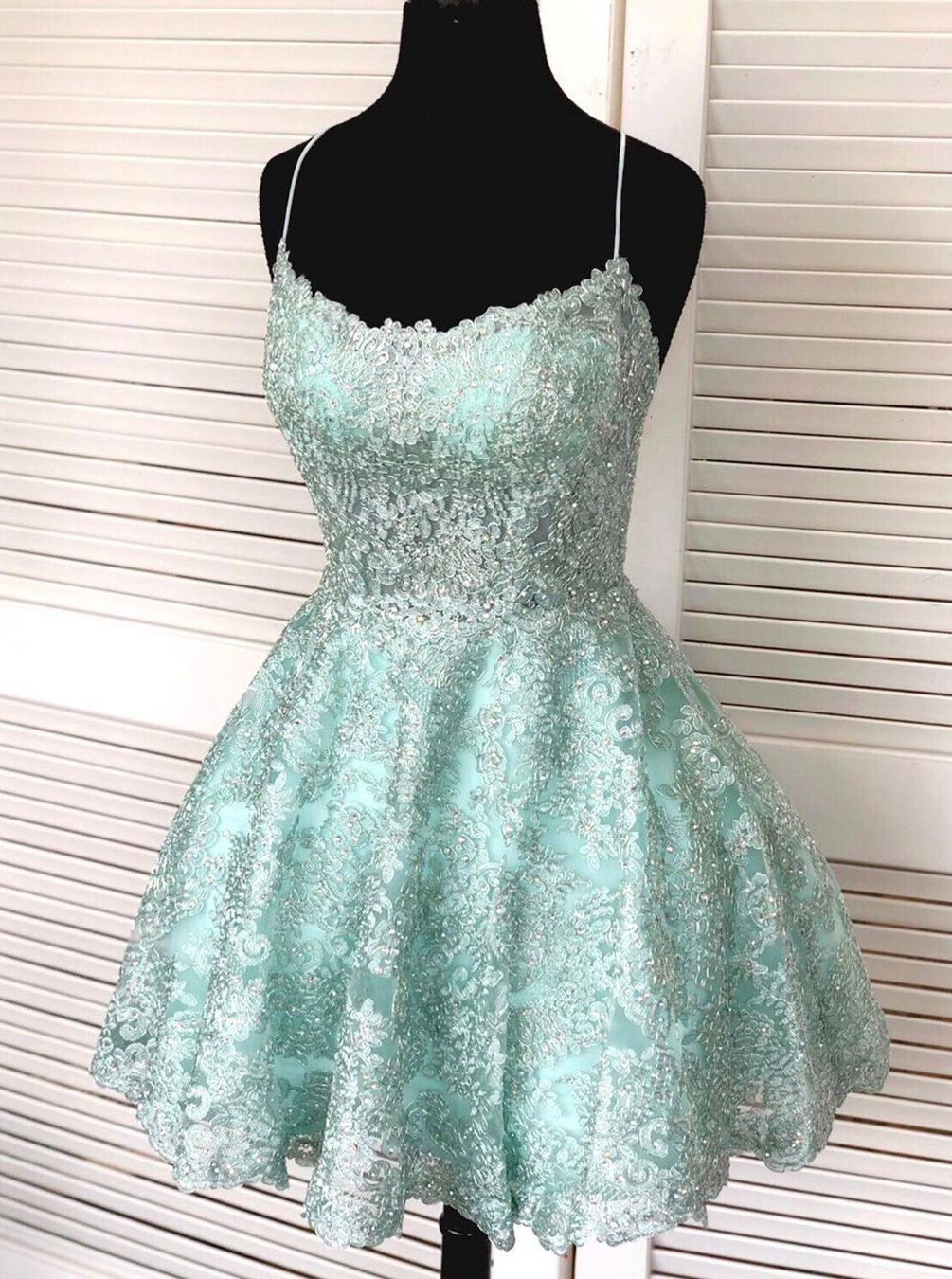spaghetti-straps mint green short lace backless homecoming