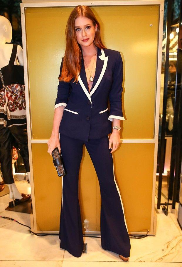d76636cfd O terninho elegante de Marina Ruy Barbosa, com detalhes em branco e calça  flare,