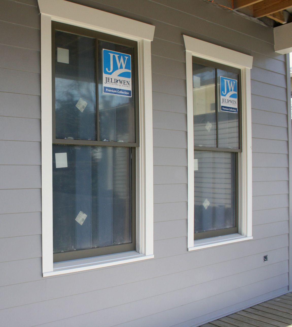 Craftsman style exterior window trim - Window