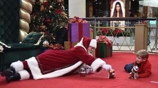 Für einen autistischen Jungen nimmt sich dieser Santa alle Zeit der Welt
