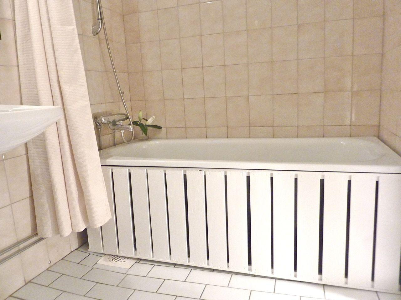 IKEA Hackers: bathroom- if our tiles fall off again!!! | home repair ...