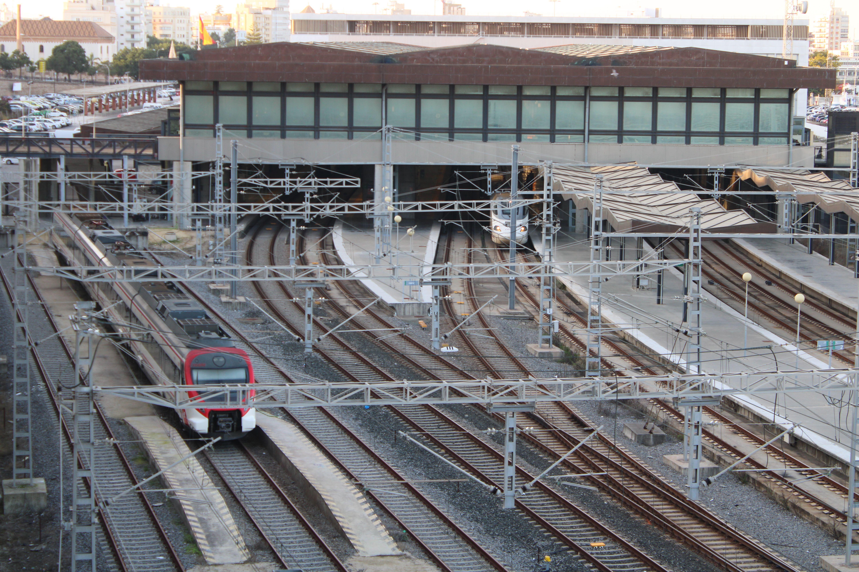 andenes de la actual estación de ferrocarril de Cádiz