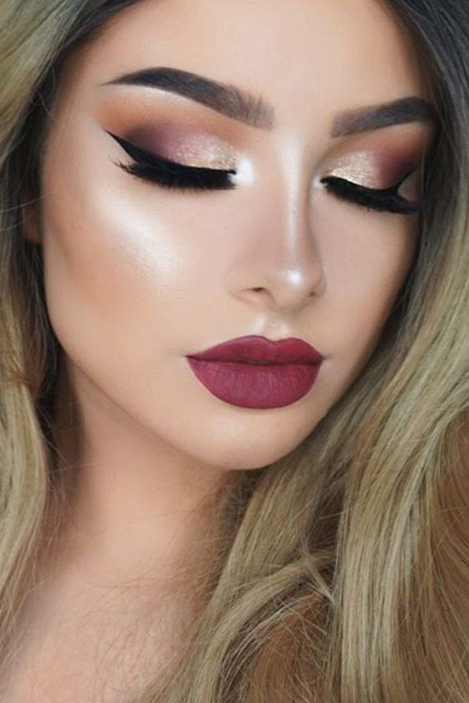 Berry Lips And Smokey Eyes With Sparkling Eyeshadow Is Perfect For Holiday Season Check Out Our Christmas Makeup Ideas