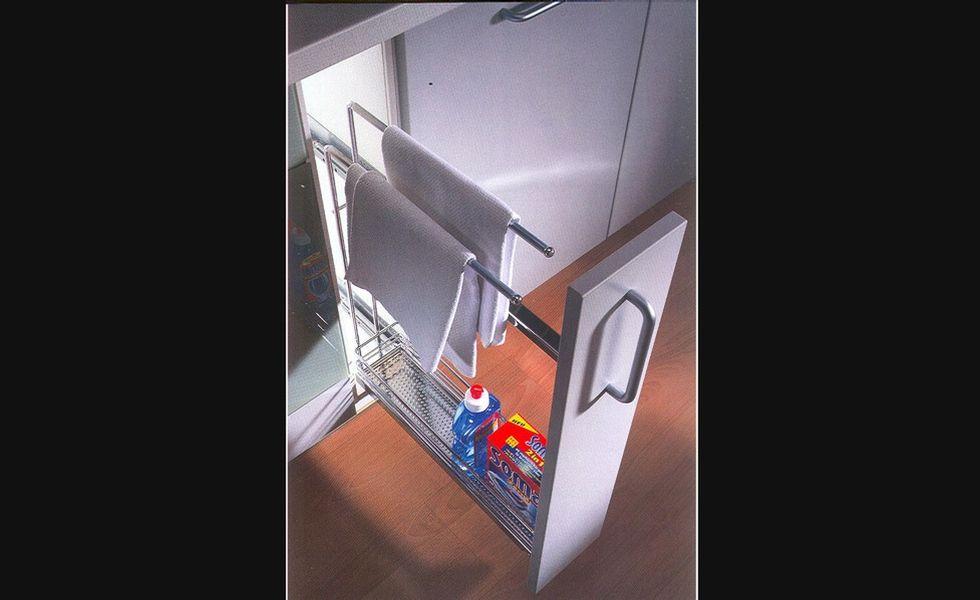 panier coulissant avec porte serviettes pour armoires de cuisine rangement pour armoires de. Black Bedroom Furniture Sets. Home Design Ideas