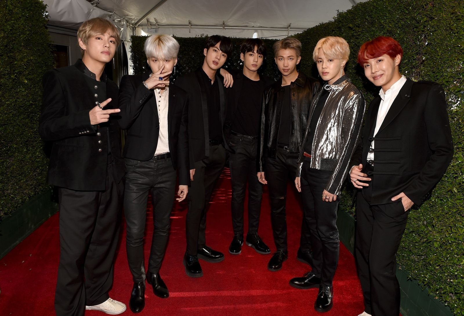 Bts Bring The Best Boy Band Style On The Amas Red Carpet American Music Awards Boy Bands Fine Boys