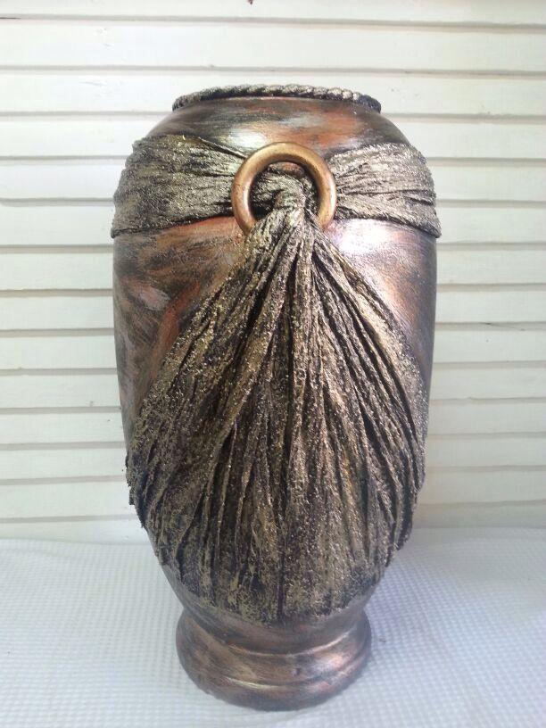 Tokreen pot made by tok manualitats botellas pintadas for Jarrones de vidrio decorados
