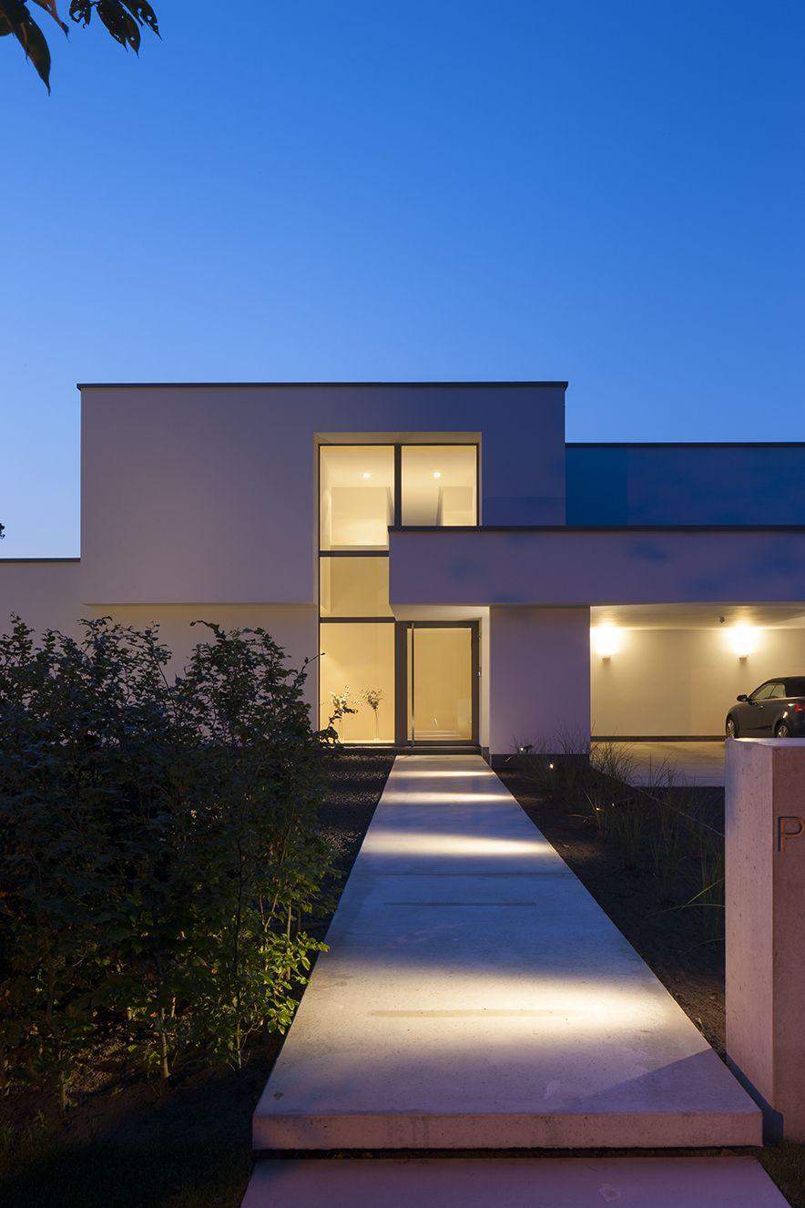 Fotograferen van een moderne witte woning te Zoersel van architecte ...