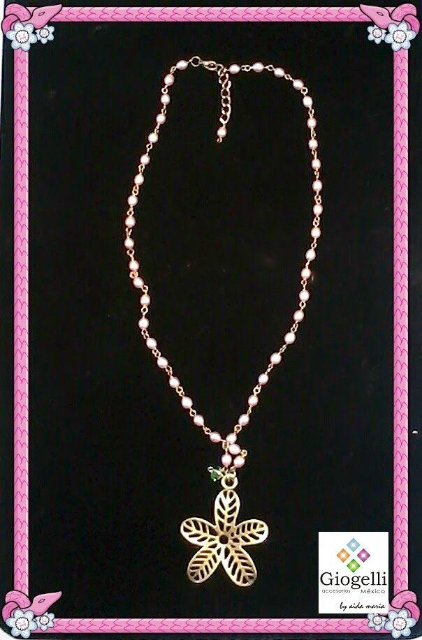 """Collar de perlas cultivadas y dije estilo """"oro viejo"""""""