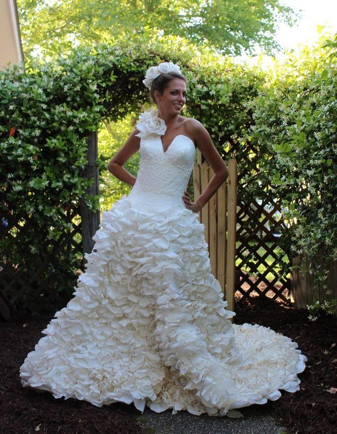 Neuveríte z čoho sú vyrobené tieto svadobné šaty!!! Zistíte to na http://www.dobrenoviny.sk/c/49680/10-svadobnych-siat-vyrobenych-z-toaletneho-papiera/2  #weddingdress #svadobnéšaty #wedding #svadba #dress #šaty #material #dobrénoviny