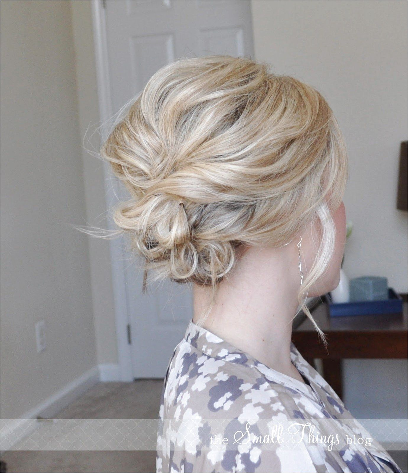 The Messy Side Updo Totally Nailed This Win Easypromhairstyles Click For Info Short Hair Updo Hair Styles Hair Lengths