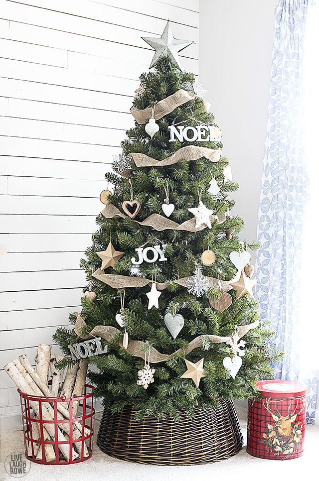 simple yet classic rustic christmas tree livelaughrowecom - Country Christmas Tree Decorations