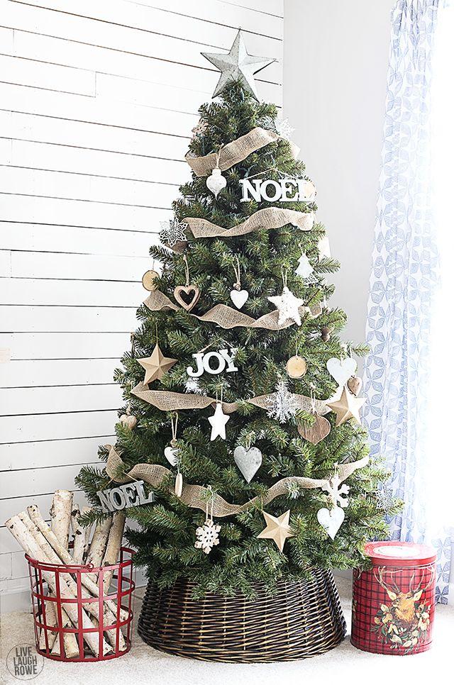 Simple Yet Classic Rustic Christmas Tree Livelaughrowe Com