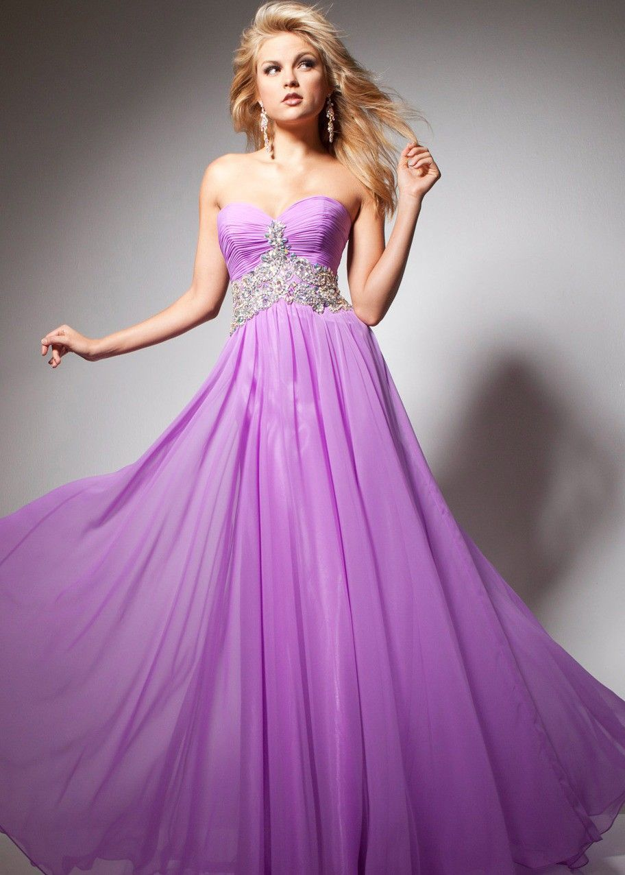 gorgeous chiffon lilac gown with a sweetheart neckline