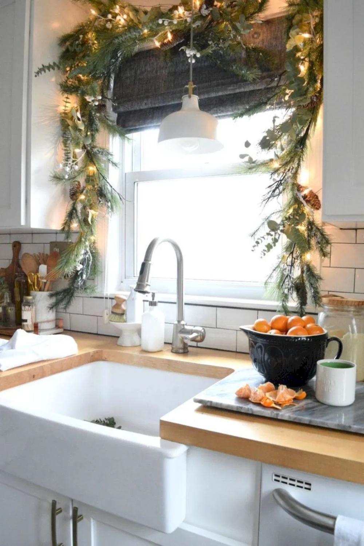 55 Small Apartment Christmas Decor Ideas - Decortutor.com #smallapartmentchristmasdecor