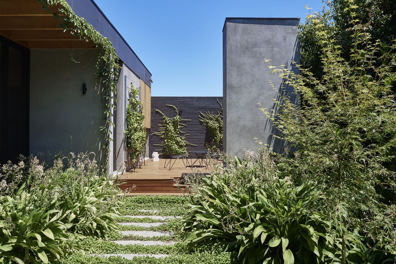 A True Exploration In Overcoming The Challenges Of Altering A Grand Victorian Home In Melbourne S Eastern Suburbs Malvern House Garden Architecture Hardscape