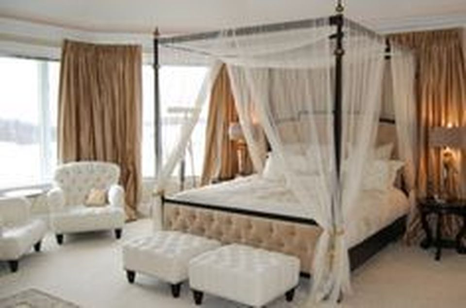 99 Lovely Romantic Bedroom Decorations Ideas for