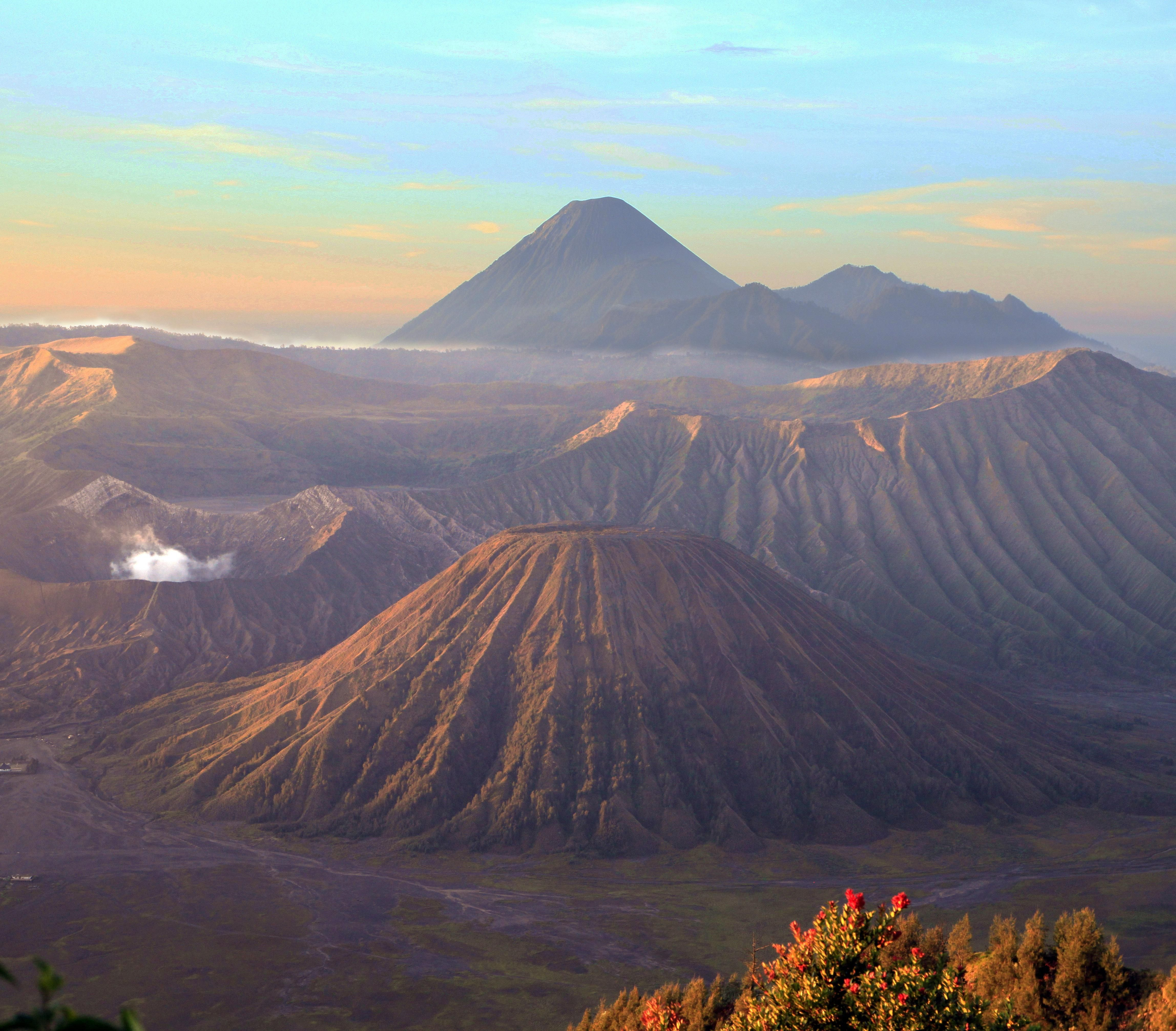 Beautiful Nature View: Indonesia Has Amazing Views. Mount Bromo. [OG][4591x4024