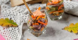 salade-de-boeuf-carottes-et-pickles-en-verrine