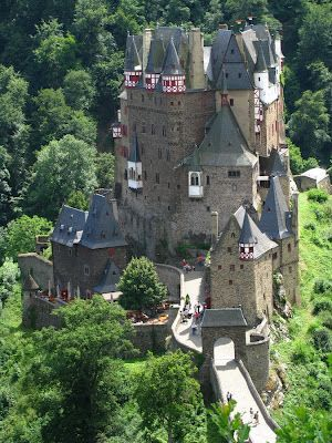 Eltz Castle picture,castles around the world photos. The castle is surrounded on three sides by the Elzbach River, a tributary on the north side of the Moselle.
