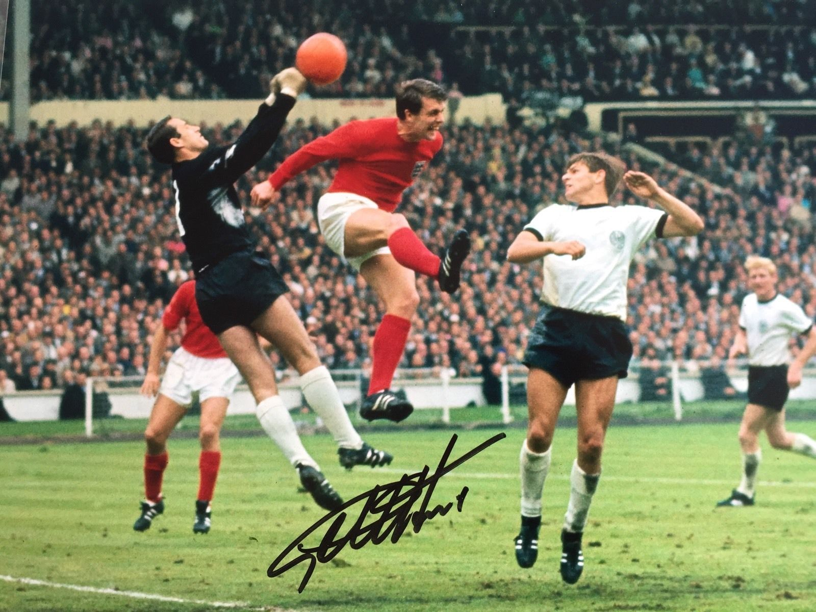 Sir Geoff Is Still The Only Man To Score A Hat Trick In A World Cup Final Sir Geoff 39 S Hat Trick Helped Engl World Cup Final 1966 World Cup Final World Cup