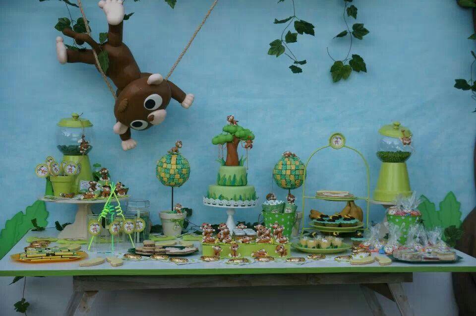 Mesa postres foesta monkey en la jungla, verde chatré. Por Nancy de argentina
