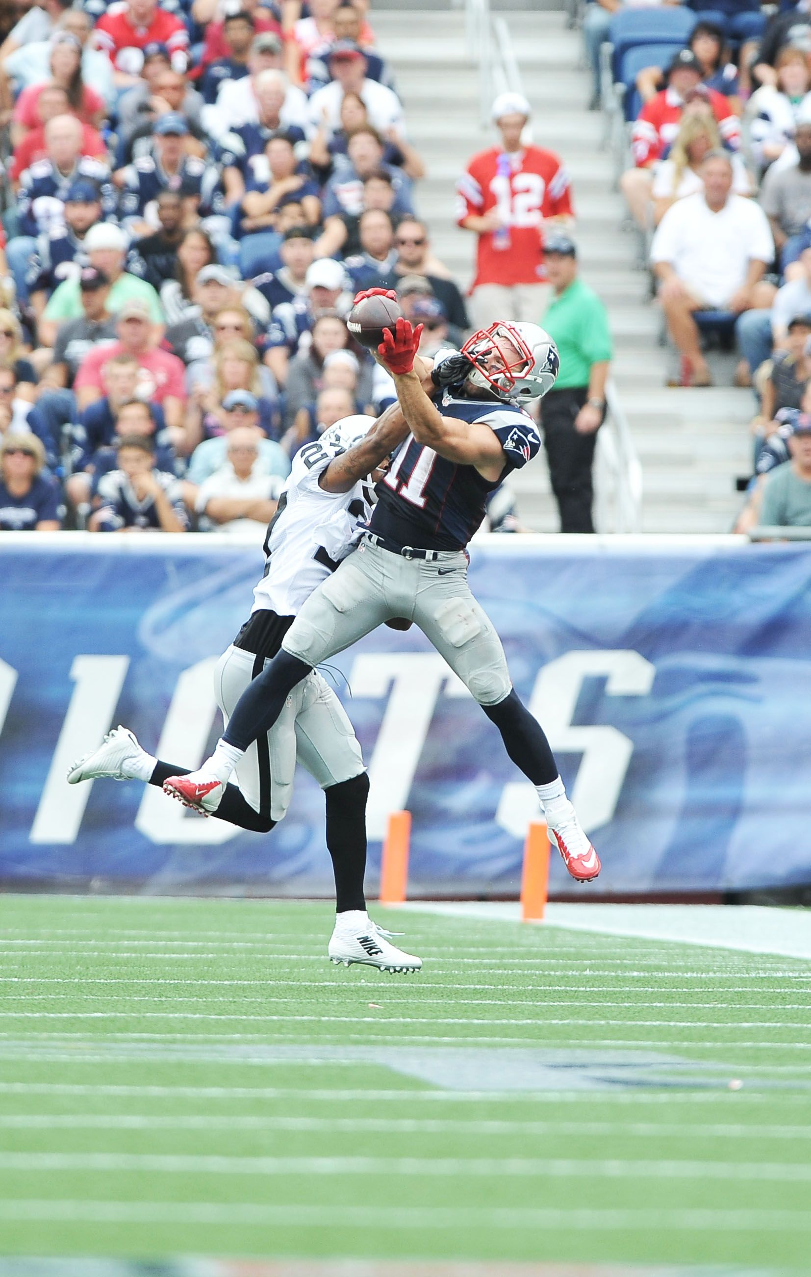 Edelman Caught 10 Passes For 84 Yards Marking His Fourth Regular Season Game With At Least 10 R Patriots Football New England Patriots Patriots Julian Edelman