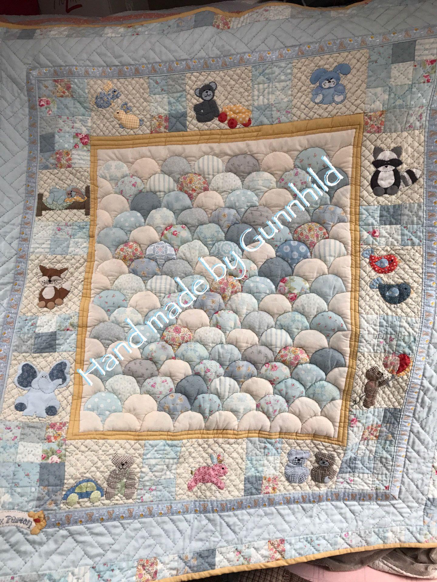 Krabbeteppet Eventyrquilt /Crib quilt Fairytale -PDF mønster/pattern, Hand made by Gunnhild by GunnhildHLeeredesign on Etsy https://www.etsy.com/no-en/listing/564351157/krabbeteppet-eventyrquilt-crib-quilt