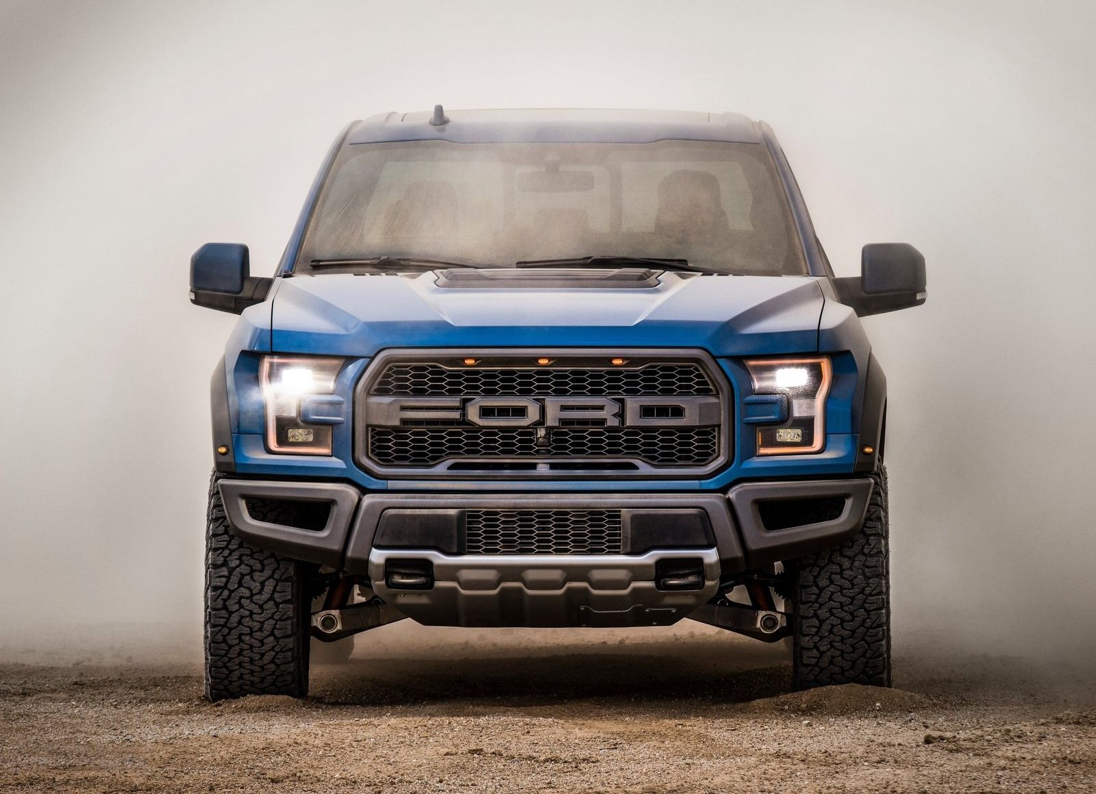 Ford Making A Super F 150 Raptor With 700 Hp V8 From Mustang Gt500 Ford Raptor Ford F150 Ford F150 Raptor