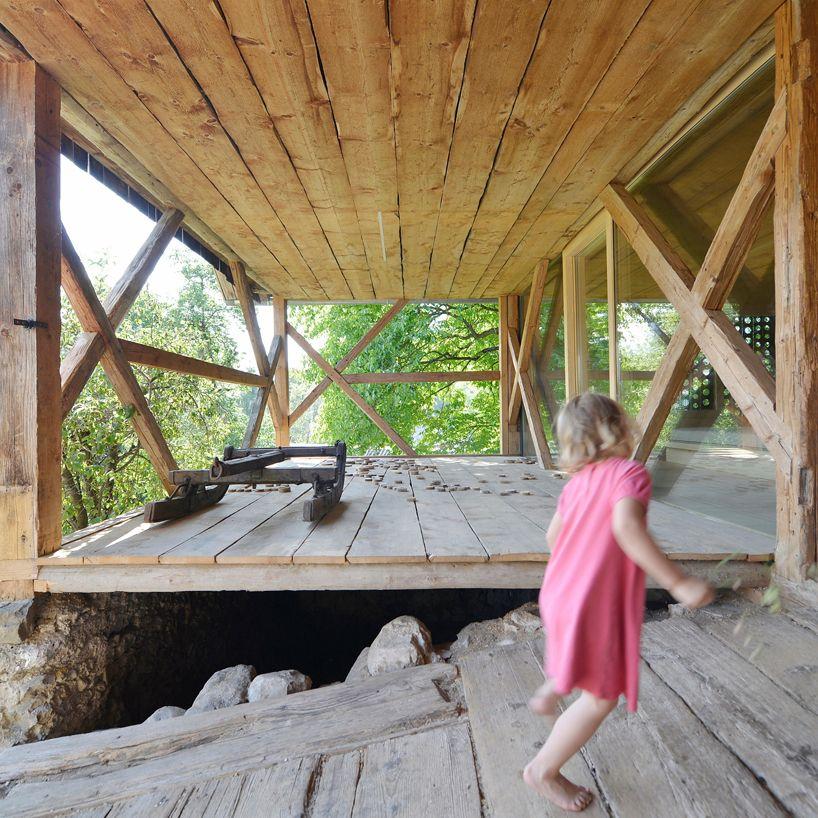 OFIS-alpine-barn-apartment-slovenia-designboom-02