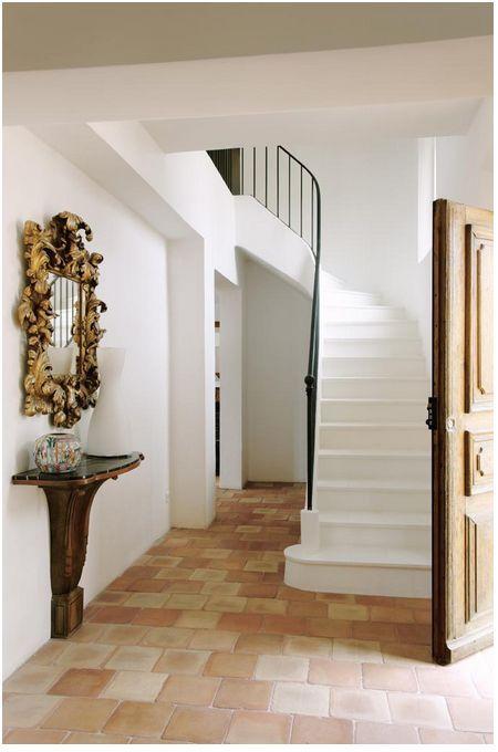 entrée (escalier + carrelage) insp2 Pinterest Front doors - escalier interieur de villa