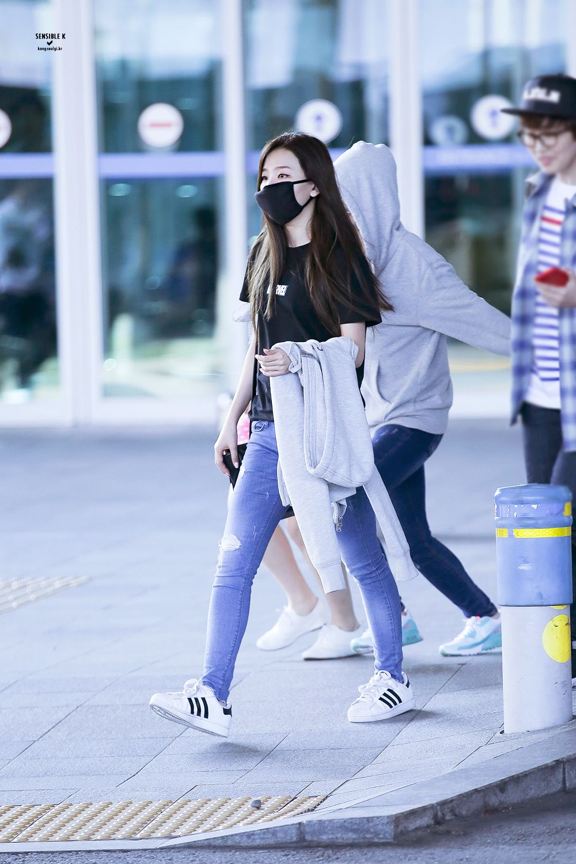 Red Velvet Seulgi Airport Fashion 150427 2015 Kpop Korean Airport Fashion Velvet Fashion Fashion