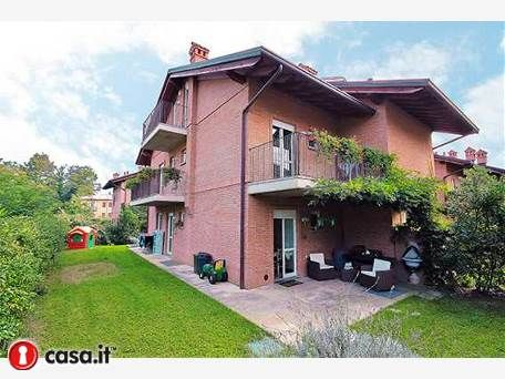 BERGAMO _ VALTESSE Elegante villa bifamigliare situata