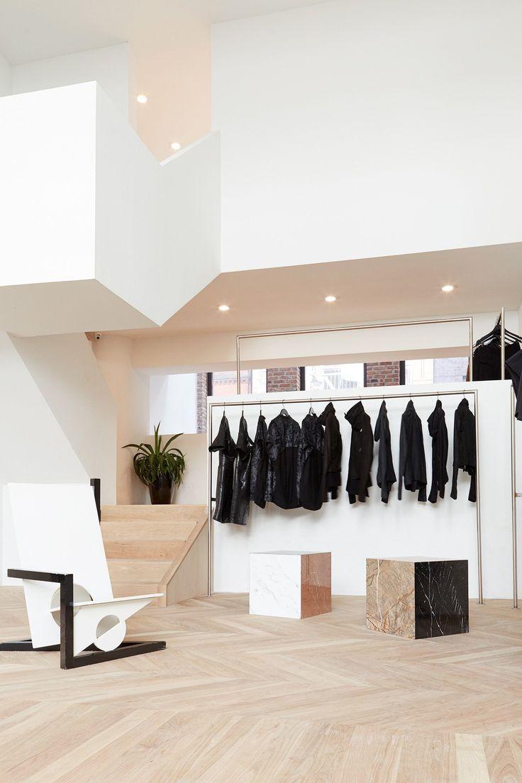 Monday Back To Basics We 15 Best Fashion Ideas Boutique Interior Store Interiors Retail Store Design