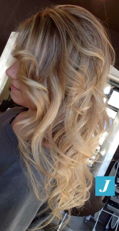 Spotted in salone! Capelli biondi firmati con l'inconfondibile Degradé Joelle. #cdj #degradejoelle #tagliopuntearia #degradé #welovecdj #igers #naturalshades #hair #hairstyle #haircolour #haircut #fashion #longhair #style #hairfashion