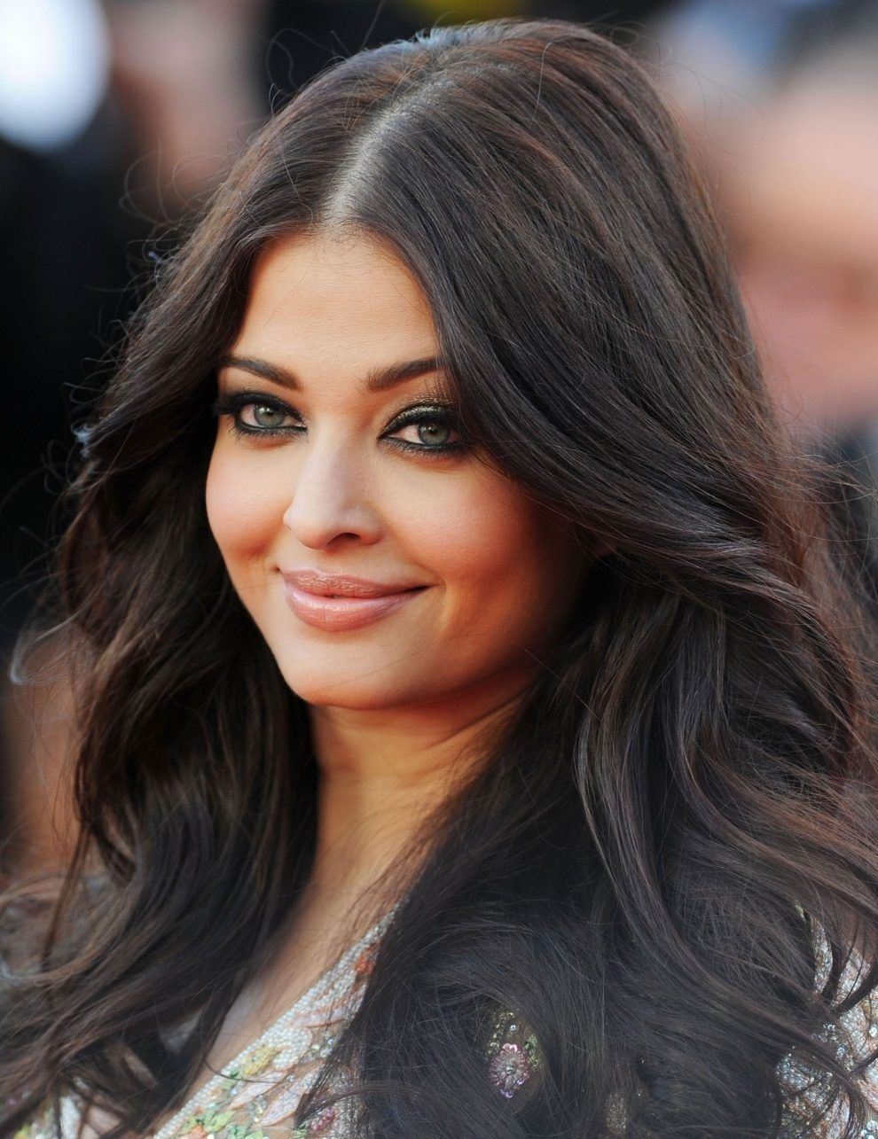 Haircut For Round Face Thin Hair Indian Wavy Haircut Hair Thin Indian Haircut Round F In 2020 Round Face Haircuts Thick Hair Styles Haircuts For Round Face Shape