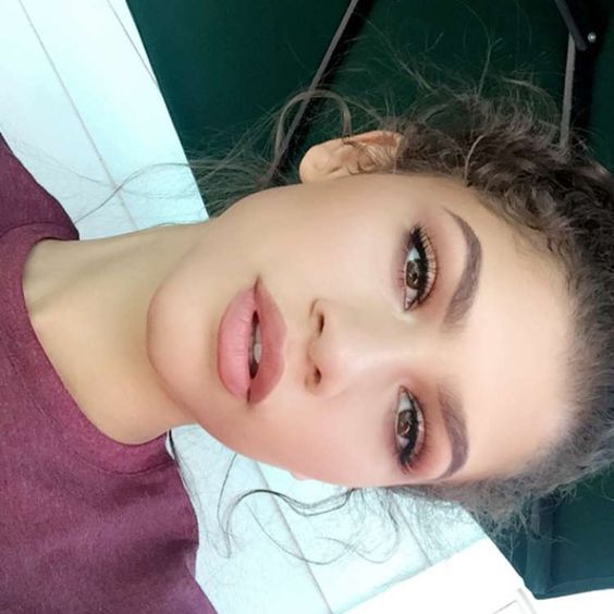 Such a pretty rose toned eye and lip look on Zendaya. For a similar look try Ilia Silken Shadow Stick in Next To You all over eyelids and on center of lips
