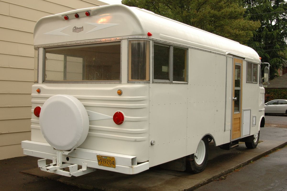 Mobili Camper ~ Mobile camper vintage clothing pop up shop great displays