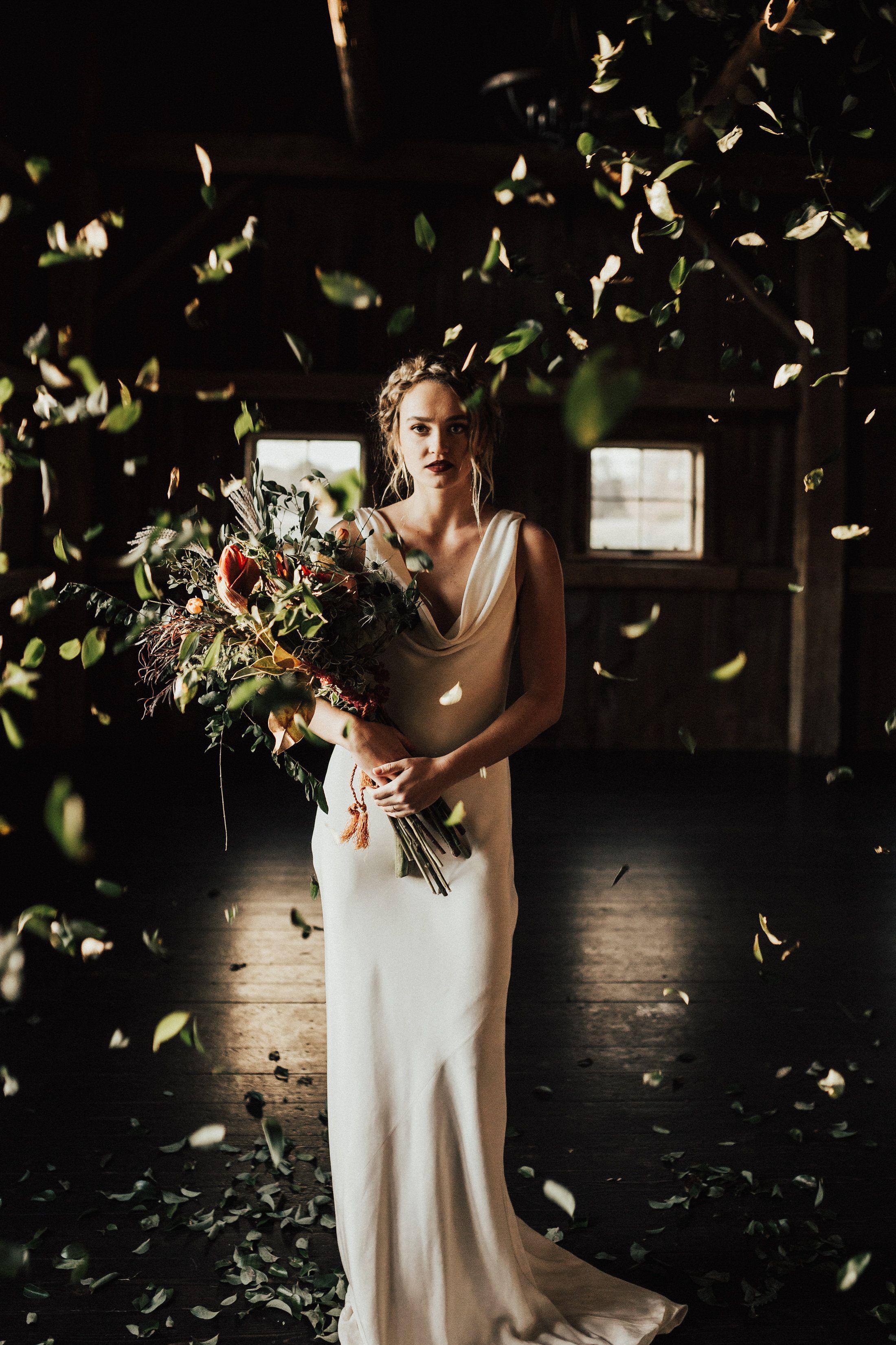 Unique + bold wedding ideas   Dramatic wedding inspiration + chic ...