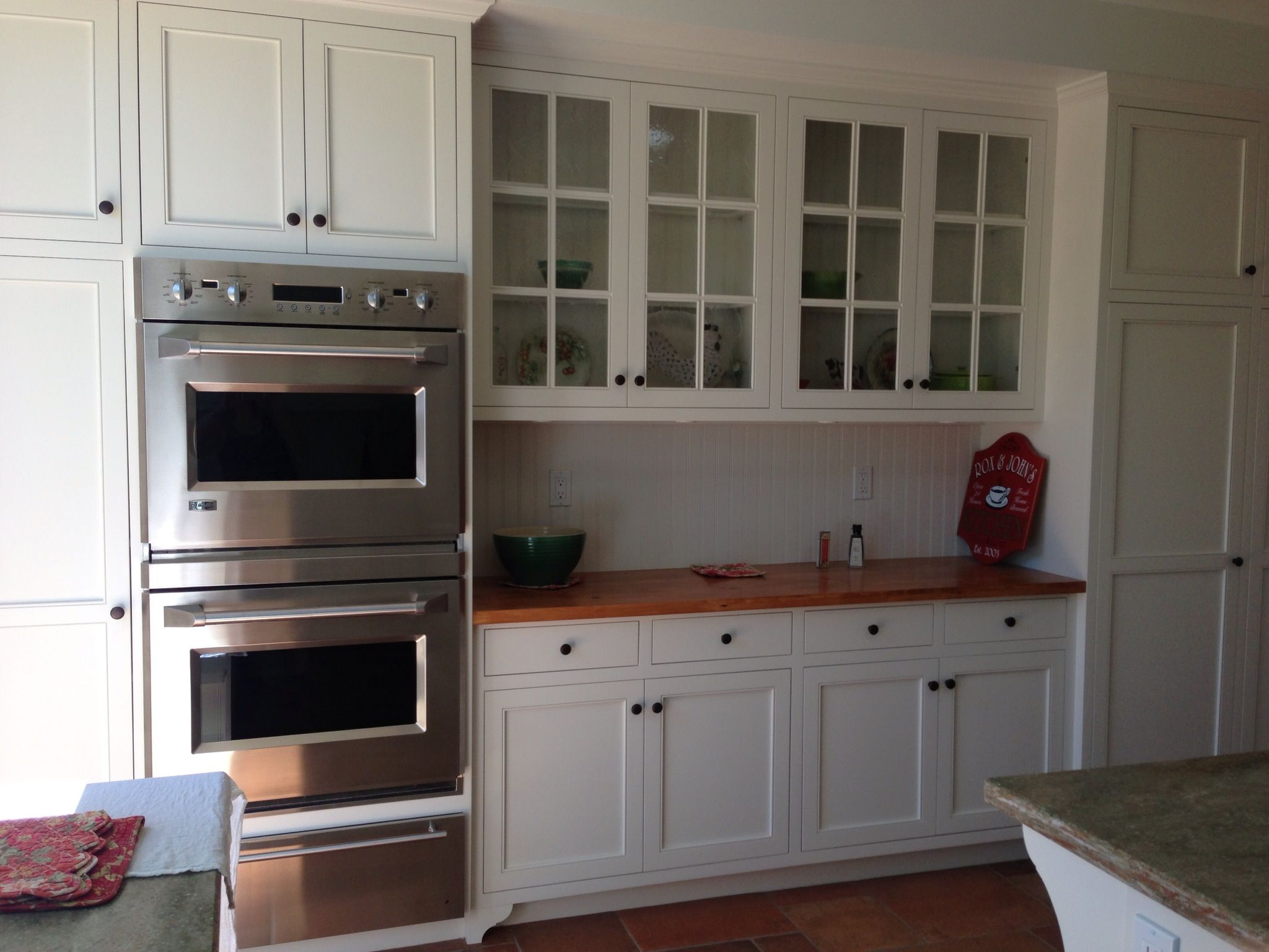 Inset cabinetry Dunn Edwards Swiss Coffee pine counter top