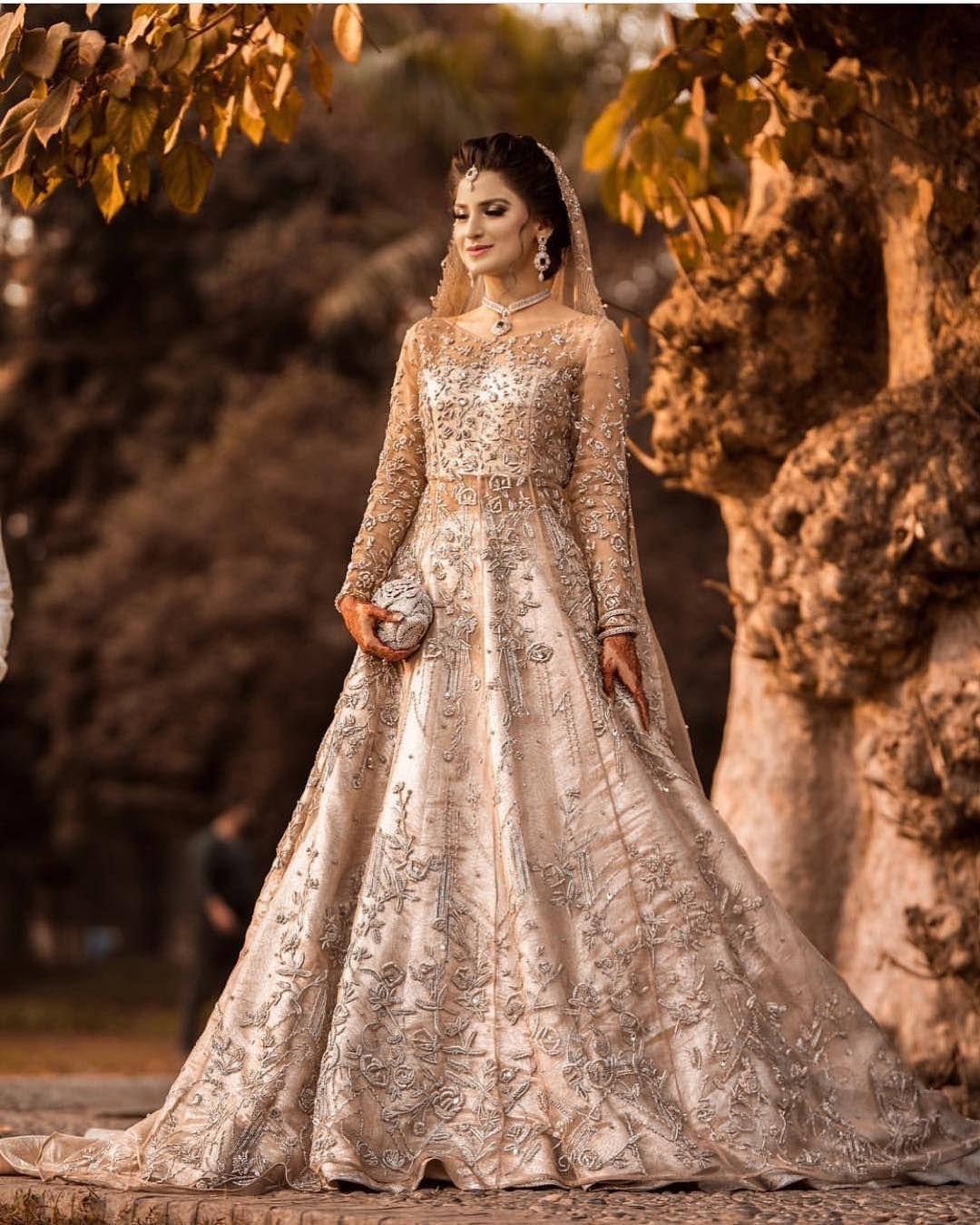 Wonderbaar Getting princess vibes from this gorgeous @ZuriaDor bridal IU-13