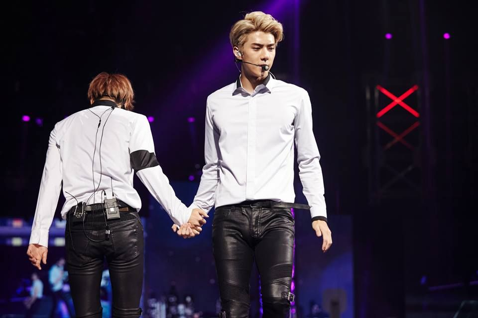 [OFFICIAL] 151020 SMTOWN NOW Website Update - EXO PLANET #2 – The EXO'luXion – in GUANGZHOU- Kai and Sehun (Playboy)