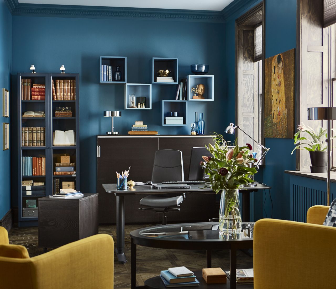 A cosy living room or a well-designed office? We would say ...