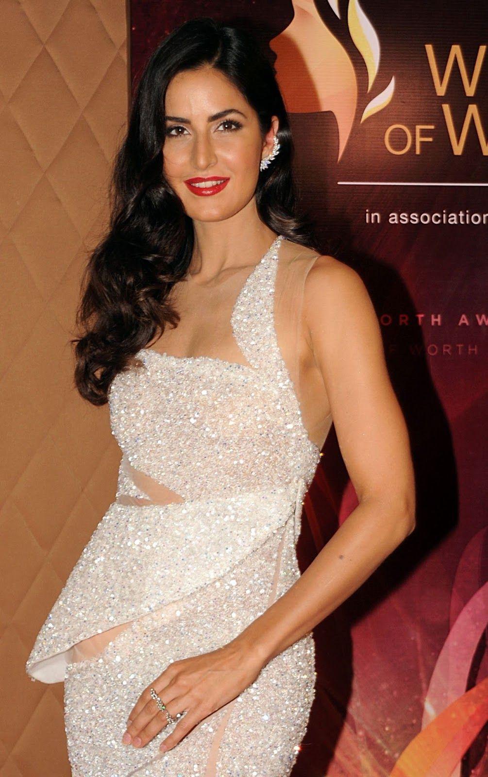 Beautiful Indian Girl Katrina Kaif Hot Leg Show Photos In -5559