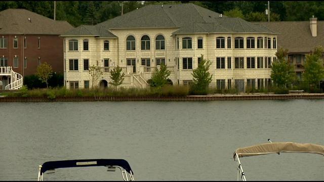 'Mistake on the Lake' torn down in Fenton - ABC 12 – WJRT – Flint, MI