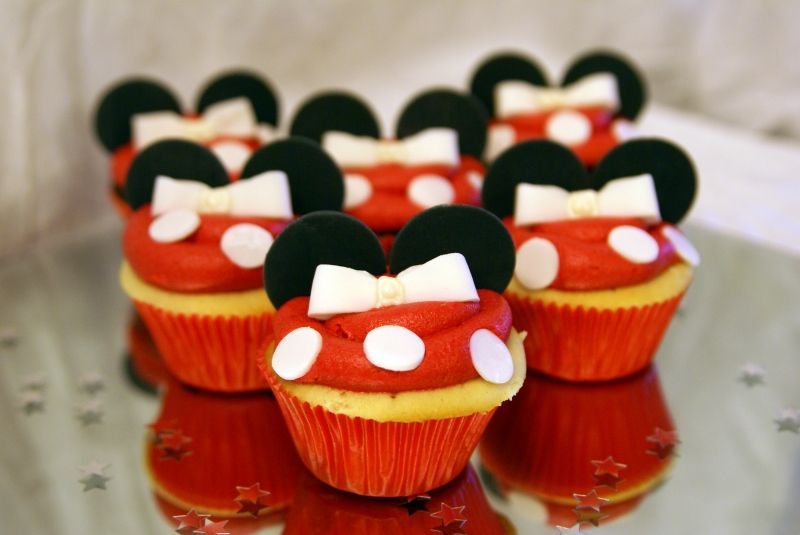Minnie Mouse Cupcakes.  I am doing these for Caitlyns Birthday Party!