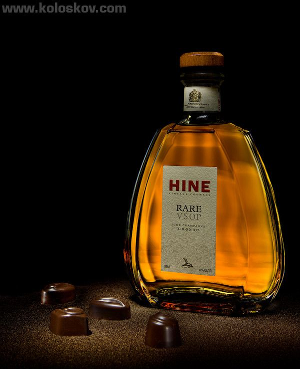 Using light painting (lighting brush) technique in product photography.