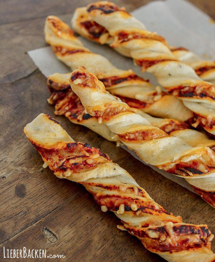 Schneller Snack: Gedrehte Pizzastangen | LieberBacken #foodporn